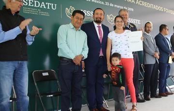 300 acreditados reciben en Chalco sus escrituras por parte del FOVISSSTE