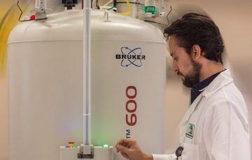 Espectrómetro RMN 600 MHz Bruker Avance Neo