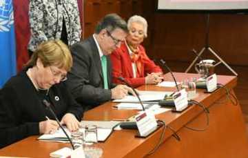 Michelle Bachelet and Marcelo Ebrard sign assistance agreement for Ayotzinapa commission