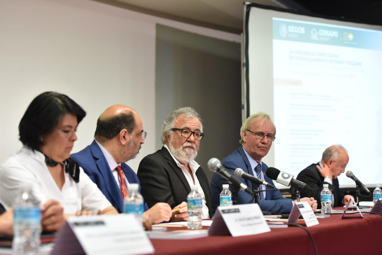 Subsecretario de Derechos Humanos, Población y Migración de la Secretaría de Gobernación y autoridades de CONAPO, UNFPA México, SNDIF y CNDH