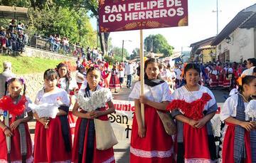Inauguración del Tianguis Artesanal de Domingo de Ramos 2019, en Uruapan, Michoacán.