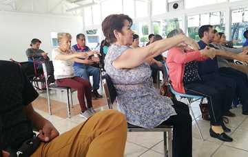 Personas realizando ejercicios.