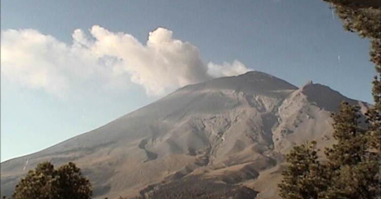 En las últimas 24 horas, por medio de los sistemas de monitoreo del volcán Popocatépetl, se identificaron 11 exhalaciones acompañadas de vapor de agua, gas y ocasionalmente ligeras cantidades de ceniza.