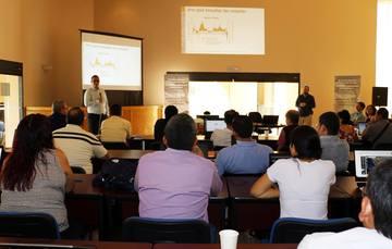 Dr. Adrián Pedrozo, da la bienvenida a los asistentes al Curso sobre Monitoreo de Sequías