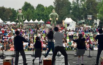 """Niñas y niños asistieron al """"Festival de los Derechos de la Niñez"""", realizado en el Complejo Cultural """"Los Pinos""""."""