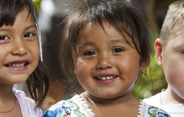 Niños con caritas felices