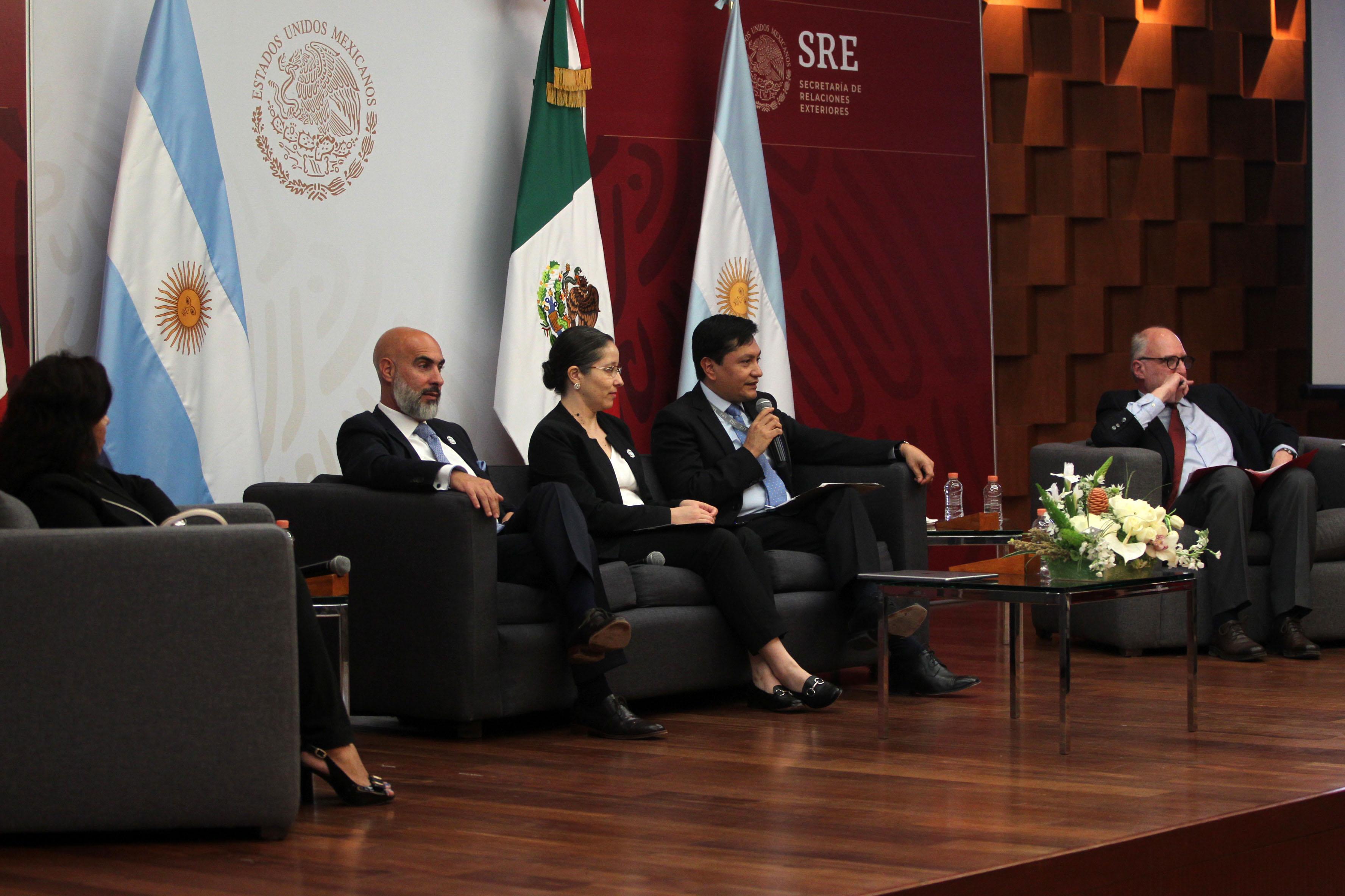 Dra. María del Pilar Ostos, Emb. Ezequiel Sabor, Mtra. Liliana Padilla, Min. Eleazar Velasco,  y Dr. Pablo Yankelevich
