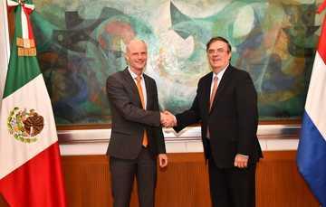 El secretario Marcelo Ebrard recibe al ministro de Asuntos Exteriores de Países Bajos