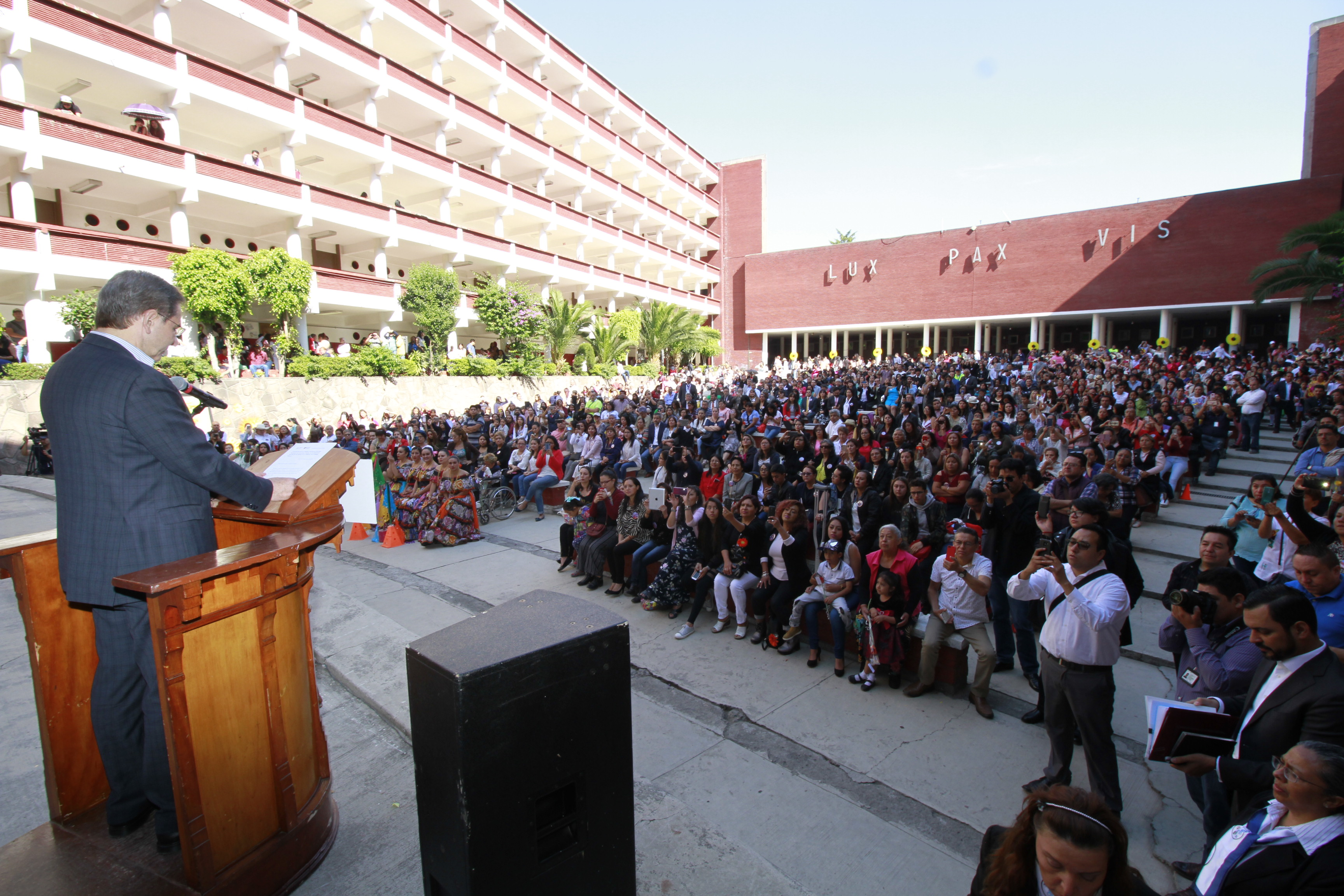 Boletín No. 68 Después de 32 años un secretario de Educación Pública visita a la Benemérita Escuela Normal de Maestros