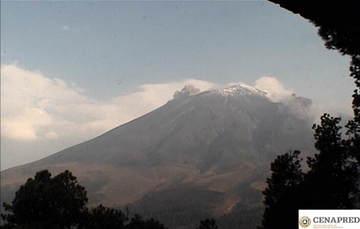 En las últimas 24 horas, por medio de los sistemas de monitoreo del volcán Popocatépetl, se identificaron 64 exhalaciones acompañadas de vapor de agua y gas, y en algunas ocasiones pequeñas cantidades de ceniza