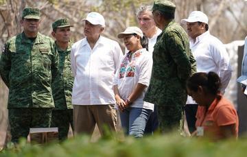 El presidente de México, Andrés Manuel López Obrador, en su visita al Vivero Forestal Militar Bacalán, en Tabasco.
