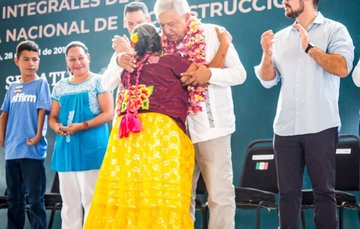 Entrega de apoyos en Juchitán Oaxaca.