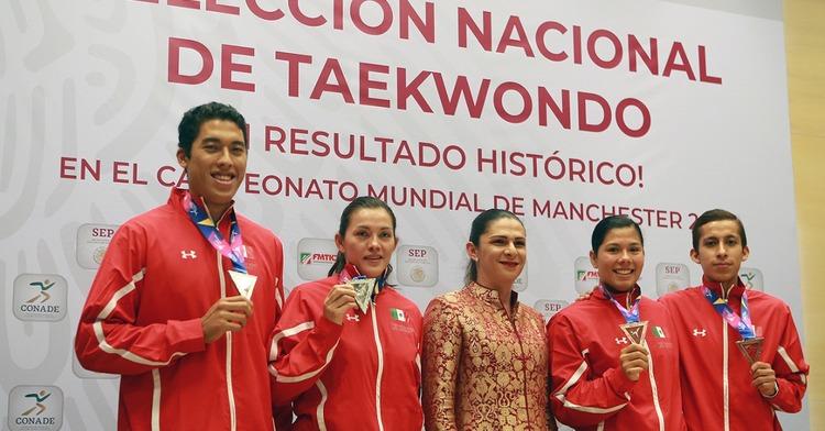La titular de la CONADE recibió a la selección mexicana de la disciplina en Villas Tlalpan.
