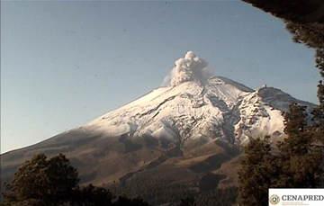 En las últimas 24 horas, por medio de los sistemas de monitoreo del volcán Popocatépetl se identificaron 32 exhalaciones de baja intensidad, acompañadas de vapor de agua, gas y ceniza.