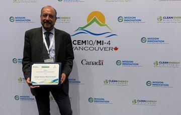 El doctor Jorge Aburto fue reconocido por la MI con el premio Mission Innovation Champions Award