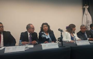 El doctor Miguel Ángel Lezana Fernández, Director General de Difusión de Investigación y la licenciada Eva Guadalupe León Allende, Coordinadora de Enfermería.
