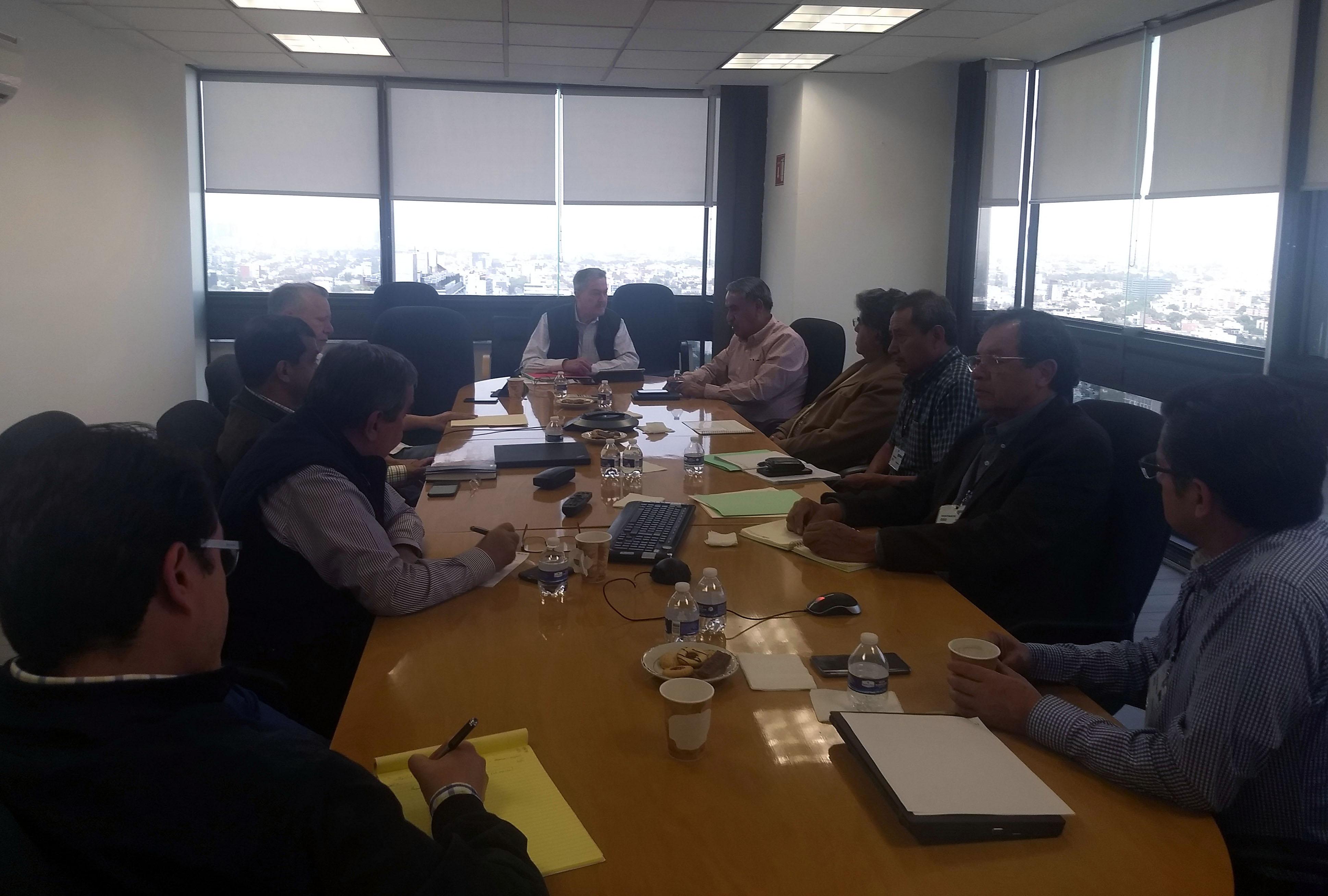 Director General se reúne con servidores públicos de diversas dependencias