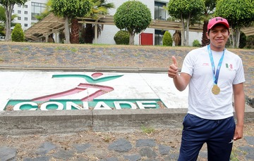 El michoacano regresó a Villas Tlalpan tras obtener la medalla de oro en la Copa del Mundo de Alemania.