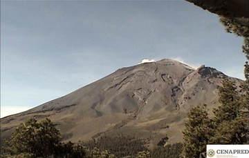 En las últimas 24 horas por medio de los sistemas de monitoreo del volcán Popocatépetl, se identificaron 43 exhalaciones y 934 minutos de tremor, acompañadas de vapor de agua, gases y ligera cantidad de ceniza.