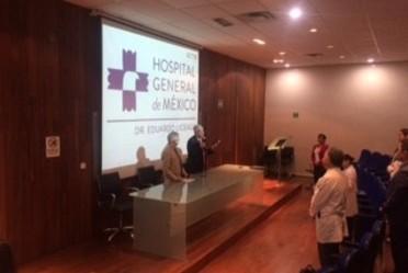 El doctor Onofre Muñoz Hernández y el doctor Raúl Serrano Loyola en la inauguración del curso