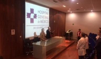 El doctor Onofre Muñoz Hernández y el doctor Raúl Serrano Loyola, en la inauguración del curso