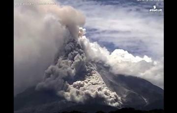 Oleadas piroclásticas volcán de Colima 10 de julio. Foto: Webcam