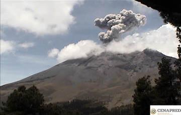 En las últimas 24 horas por medio de los sistemas de monitoreo del volcán Popocatépetl, se registró una explosión a las 13:04 h, que generó una columna de ceniza de 1.5 km de altura, y se identificaron 80 exhalaciones, acompañadas de vapor de agua y gases