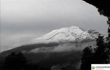 En las últimas 24 horas por medio de los sistemas de monitoreo del volcán Popocatépetl, se identificaron 87 exhalaciones, acompañadas de vapor de agua, gas y ligeras cantidades de ceniza. Además se registraron 177 minutos de tremor.