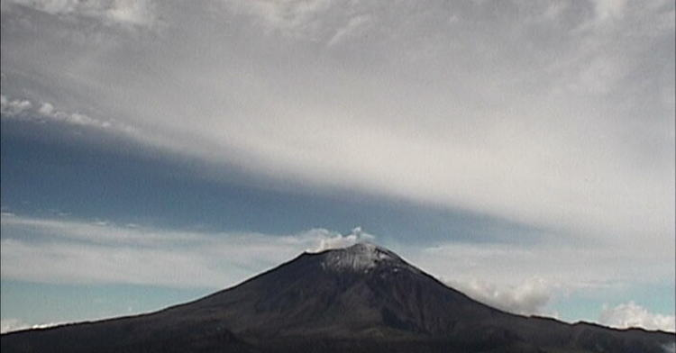 En las últimas 24 horas por medio de los sistemas de monitoreo del volcán Popocatépetl, se identificaron 24 exhalaciones.