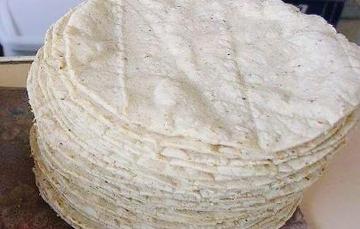 La tortilla de sorgo blanco contiene un alto contenido de fibra, calcio y carbohidratos