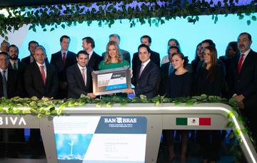 El Director General de Banobras, Jorge Mendoza Sánchez, acudió al evento protocolario de la colocación de bonos sustentables en BIVA.