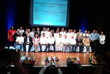 Miembros del consejo mexicano de arbitraje médico durante la ceremonia de inauguración de la treinta y cuatro sesión ordinaria.