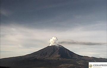 En las últimas 24 horas por medio de los sistemas de monitoreo del volcán Popocatépetl, se identificaron 132 exhalaciones y 24 minutos de tremor.