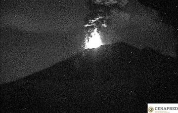 A las 20:58 h el sistema de monitoreo del volcán Popocatépetl registró una explosión acompañada de una emisión de ceniza que alcanzó una altura de 2.5 km con dirección al oeste y fragmentos incandescentes arrojados a corta distancia del cráter.