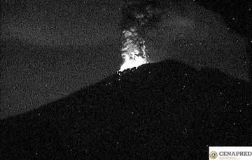 El sistema de monitoreo registró 137 exhalaciones, 1 explosión ayer a las 20:58 h, 1 sismo volcanotectónico magnitud 2.0 y 76 minutos de tremor de baja amplitud.