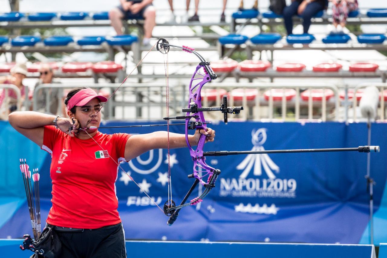 La arquera se convirtió en la primera deportista nacional en colgarse una medalla de oro en este deporte dentro del certamen estudiantil.