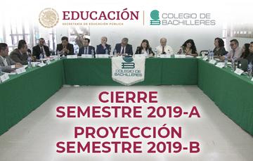 Directivos del Colegio de Bachilleres en mesa redonda