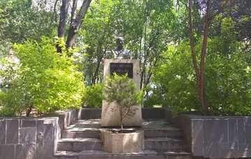 En una entrada de los Viveros de Coyoacán, la Ciudad de México, se encuentra el busto de Miguel Ángel de Quevedo,  quien hizo grandes aportaciones al sector forestal de México, tales como la fundación de los viveros de Coyoacán y la primera Ley Forestal
