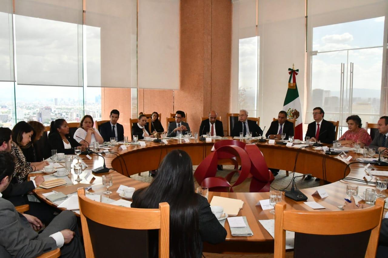 El secretario de Relaciones Exteriores se reúne con legisladores