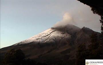 En las últimas 24 horas por medio de los sistemas de monitoreo del volcán Popocatépetl, se identificaron 200 exhalaciones, acompañadas de vapor de agua, gas y ligeras cantidades de ceniza. Se registraron ochoexplosiones y 412 minutos de tremor.