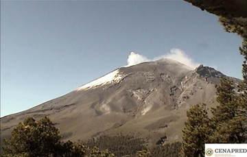 En las últimas 24 horas por medio de los sistemas de monitoreo del volcán Popocatépetl, se identificaron 337 exhalaciones, acompañadas de vapor de agua, gas y ligeras cantidades de ceniza.