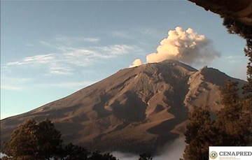 En las últimas 24 horas por medio de los sistemas de monitoreo del volcán Popocatépetl, se identificaron 148 exhalaciones, 6 explosiones, 1 sismo, 328 min tremor y 424 min de exhalaciones continuas.
