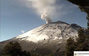 En las últimas 24 horas por medio de los sistemas de monitoreo del volcán Popocatépetl se identificaron 189 exhalaciones, acompañadas de vapor de agua, gas y bajas cantidades de ceniza. Además, se registraron seis explosiones menores el día de ayer.