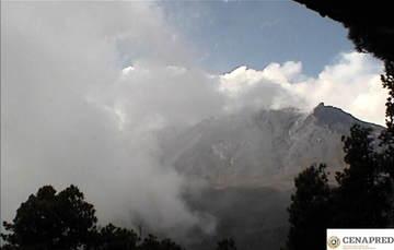 En las últimas 24 horas por medio de los sistemas de monitoreo del volcán Popocatépetl se identificaron 79 exhalaciones, acompañadas de vapor de agua, gas y bajas cantidades de ceniza. Además, se registraron dos explosiones menores.