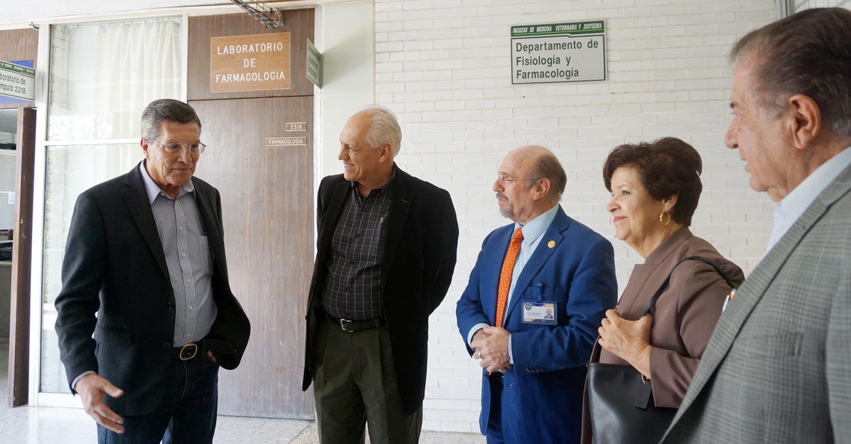 El Senasica abre sus puertas a los estudiantes de la UNAM, a fin de realizar su servicio social, prácticas profesionales, estancias y tesis, hoy ratifican su interés por continuar trabajando juntos en favor de la salud animal.