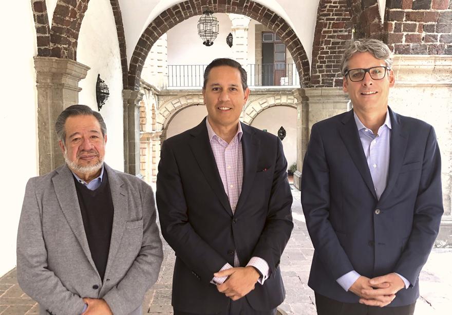 Sr. Mark Manly, Alejadnro Alday y el Mtro. Manuel Ángel Castillo