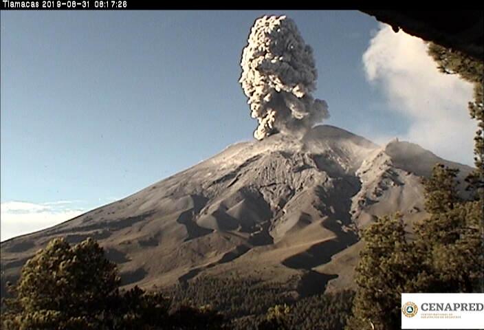 En las últimas 24 horas por medio de los sistemas de monitoreo del volcán Popocatépetl se identificaron 135 exhalaciones, acompañadas de vapor de agua, gas y ceniza, con altura máxima de 1km que los vientos dispersaron al oeste.