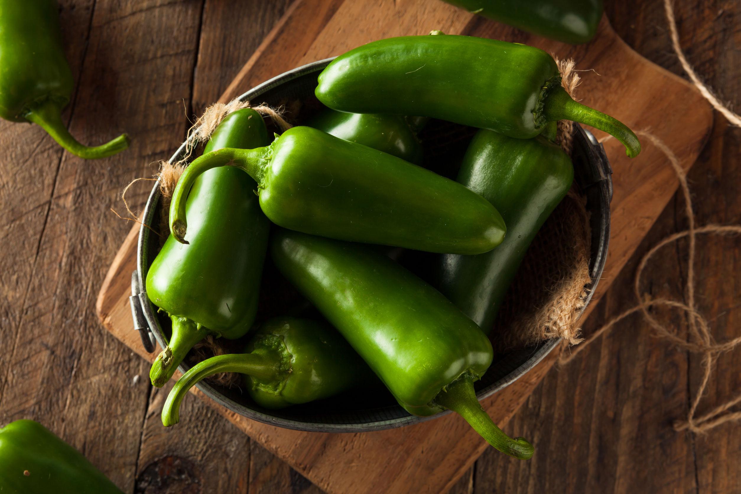 El chile se comercializa tanto en verde como en seco; de su valor, el 23% se obtiene de chiles deshidratados, de ahí la importancia que tiene el proceso de secado.