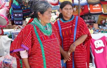 Las mujeres indígenas enfrentan múltiples desafíos aun cuando tienen un importante papel en el mantenimiento de la diversidad cultural y de la biodiversidad del mundo.