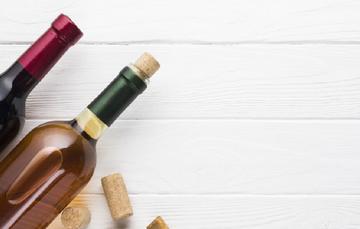Los vinos rosados pueden ser de uvas tintas o también pueden provenir de una mezcla de uvas blancas y tintas.